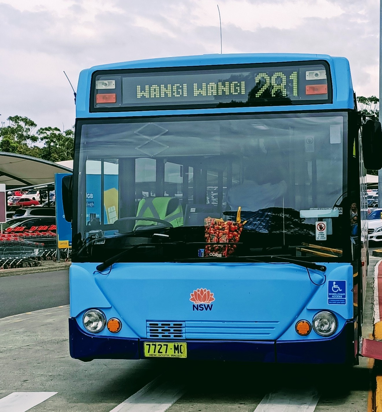 Bus #281 connects Wangi Wangi to Lake Haven.