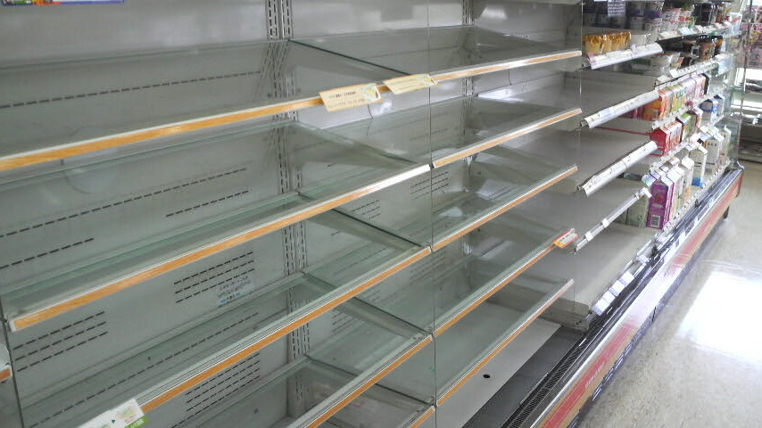 Empty shelves at a 7/11 store near my home in Shinozaki, Edogawa Ward, Tokyo