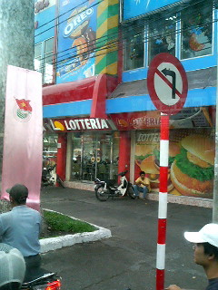crowded world lotteria fast food ho chi minh city saigon ++++ vietnam