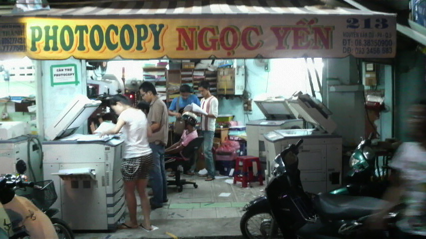 Students photocopying their textbooks at one of the shops established for that purpose near the Science University.